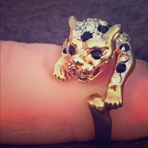 18KGE Crystal And Black Stone Tiger Ring
